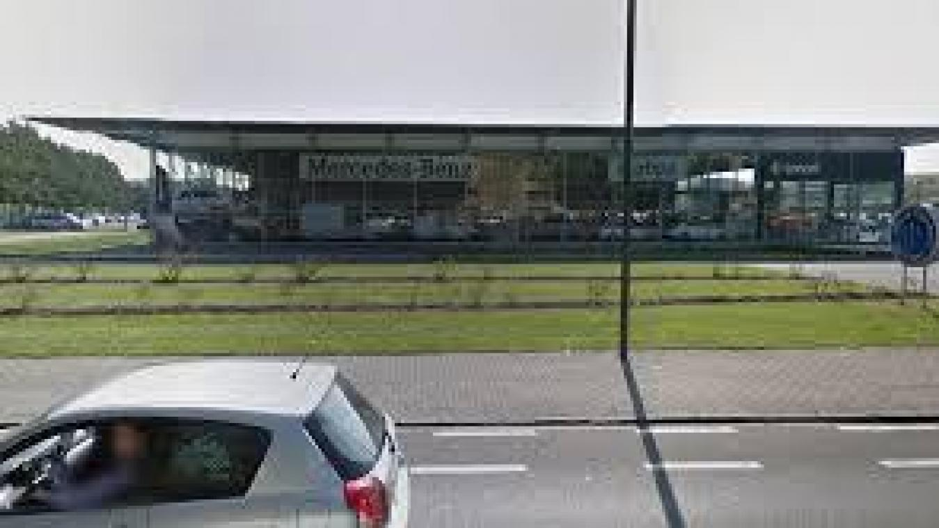 Alerte la bombe au garage mercedes de la chauss e de for Garage mercedes mouscron
