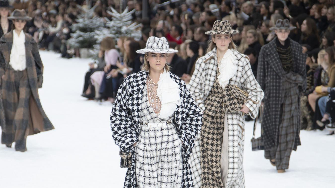 Vive Emotion Au Defile Chanel A Paris En Hommage A Karl