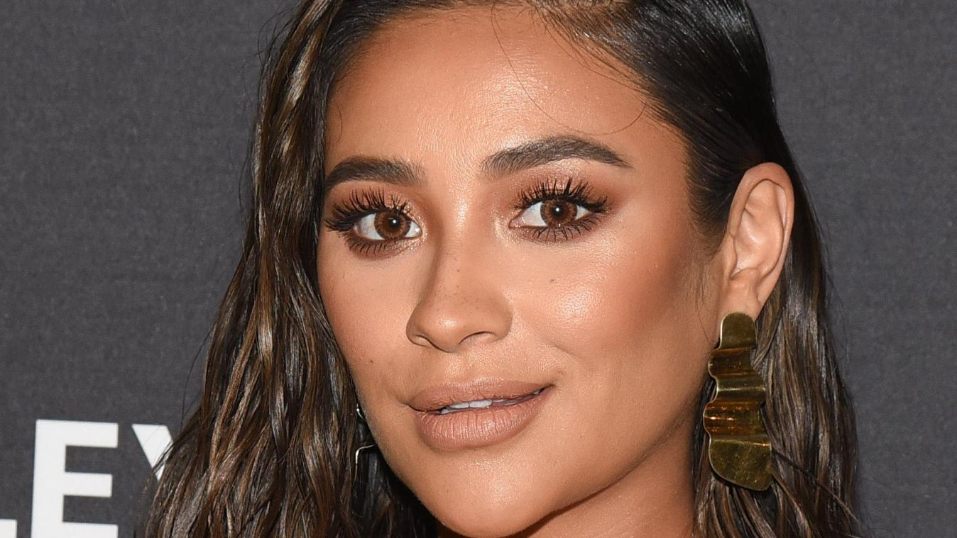 L'actrice Shay Mitchell diffuse son accouchement sur Youtube