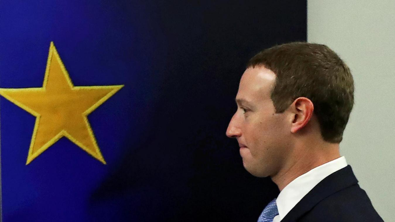 Contenus haineux: l'UE menace le CEO de Facebook Mark Zuckerberg