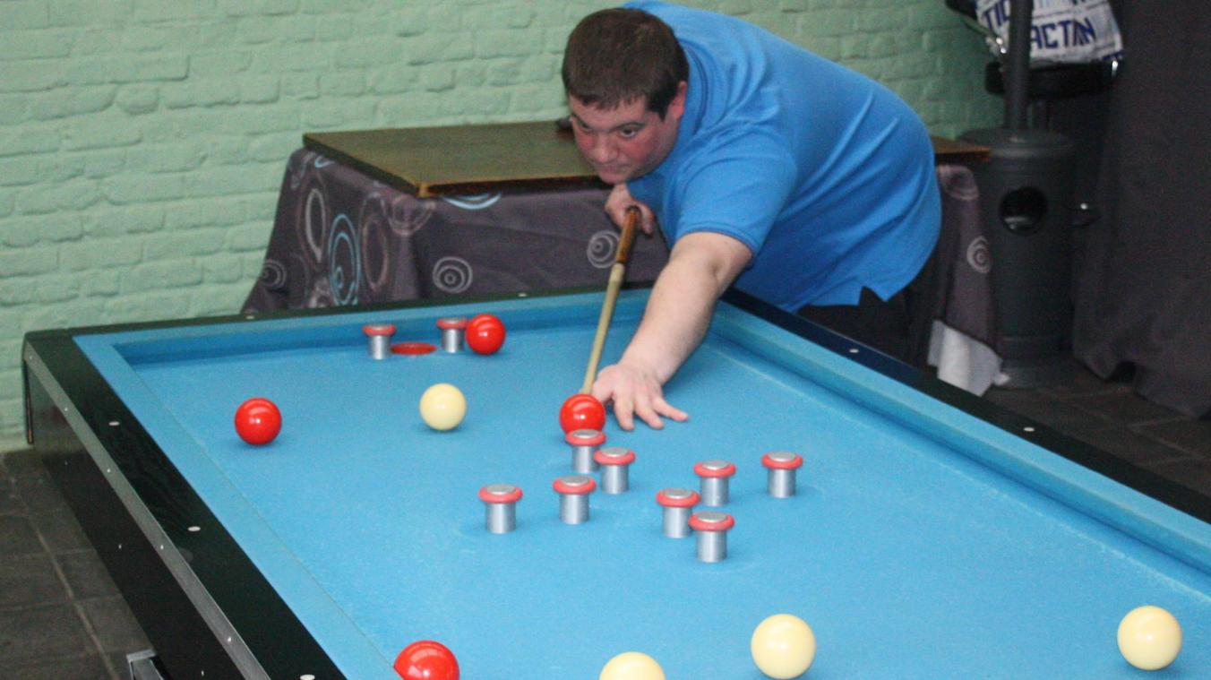 Le Tournaisien, double champion de Belgique, évolue à l'entente d'Ath des clubs de billard.
