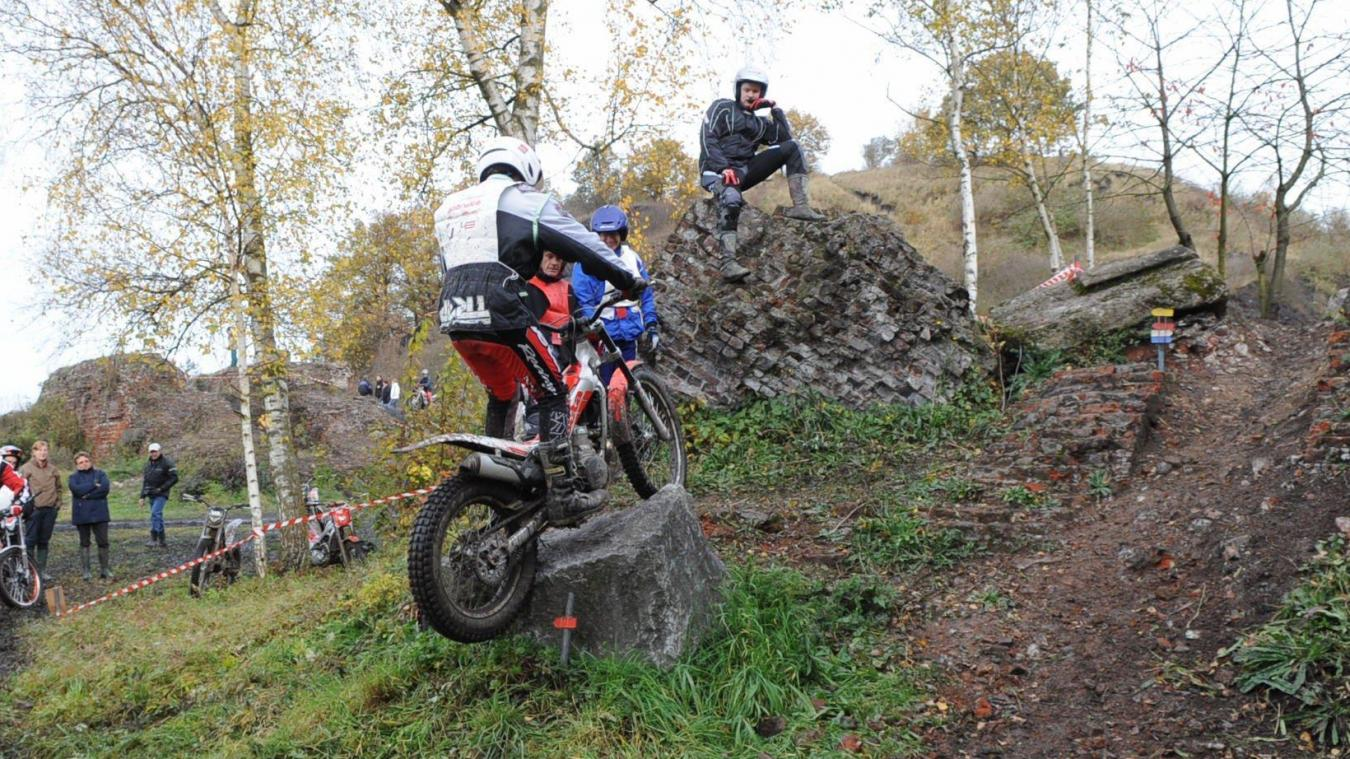 Le Royal Mons Auto Moto Club gère le terril de Ciply où l'on pratique le trial.