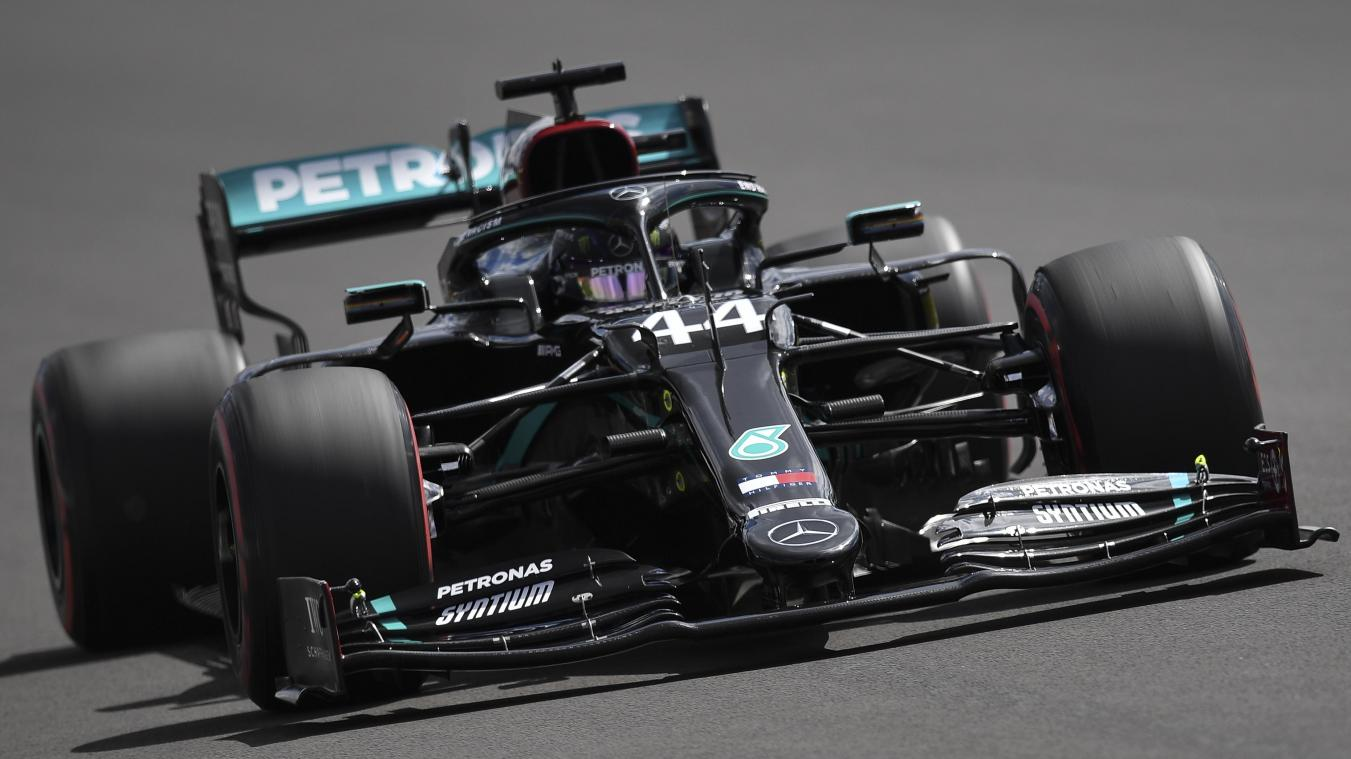 epa08578851 British Formula One driver Lewis Hamilton of Mercedes-AMG Petronas in action during the qualifying session of the British Formula One Grand Prix in Silverstone, Britain, 01 August 2020.  EPA/Ben Stansall / Pool